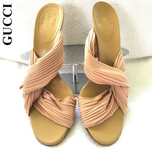 Gucci Authentic Luxury Silk Plisse' Beige Pumps